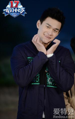《我们十七岁》孙杨韩东君牵手奔跑比心