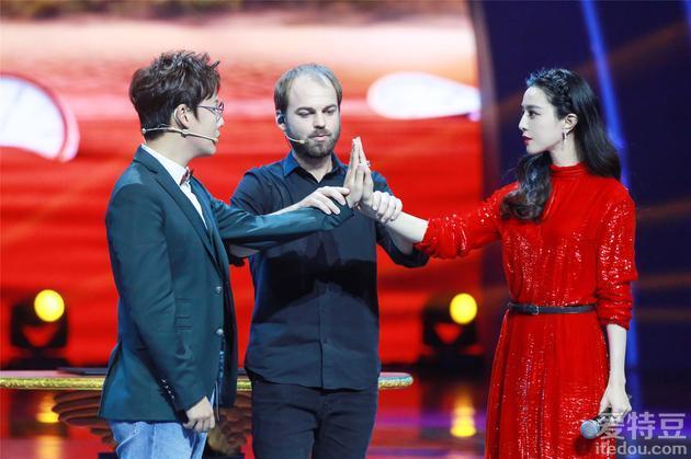 《超凡魔术师》完美收官 中国战队夺冠