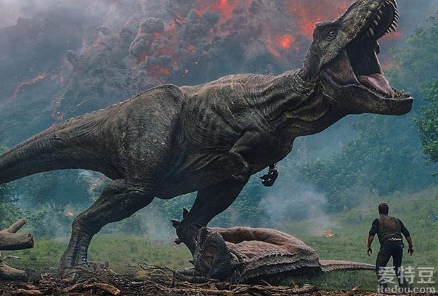 《侏罗纪世界2》曝光新预告 内地待定档