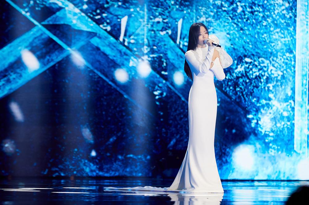 张靓颖献唱《最可爱的人》团圆之际铭记英雄