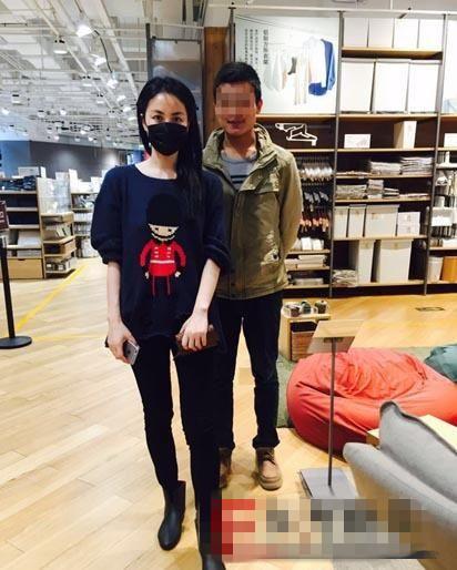网友晒与王菲合影证实无孕相