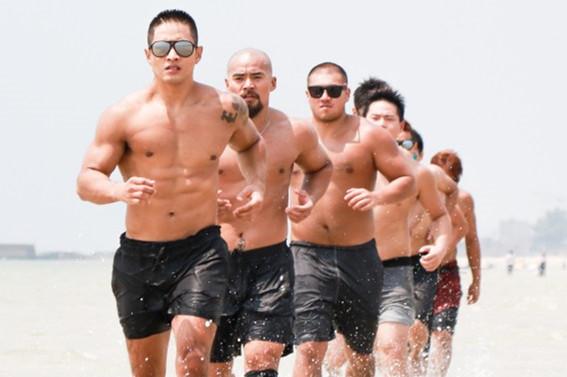 首部国产肌肉动作片《疯狂的拳头》开机