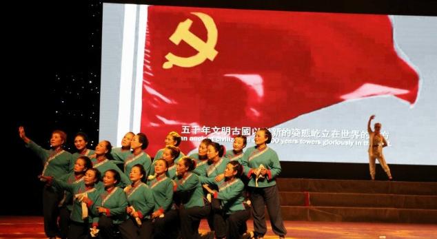 四川宜宾:抗战舞蹈《母亲》震撼酒都剧场