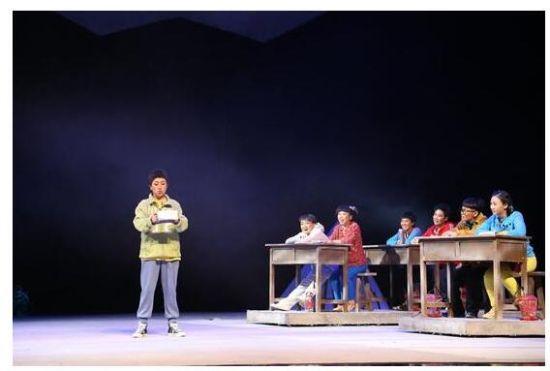 吉林话剧《大山里的红灯笼》感动上演中国艺术节