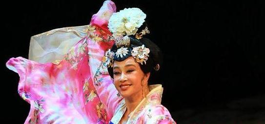 刘晓庆于福州再度演绎《武则天》