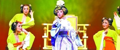 """不老女神刘晓庆现身武汉再演""""武则天"""""""