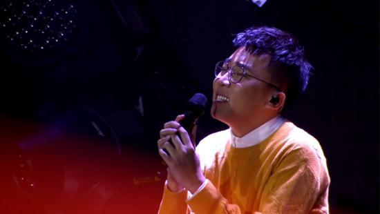 《梦想的声音》萧敬腾竟为选手跳桌