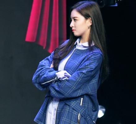宋妍霏重返《一年级》 实力斗舞