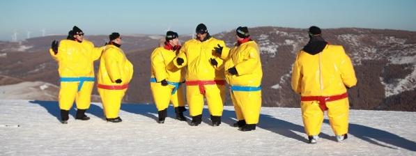 """《我们的挑战》COS小黄人举办""""冬奥会"""""""