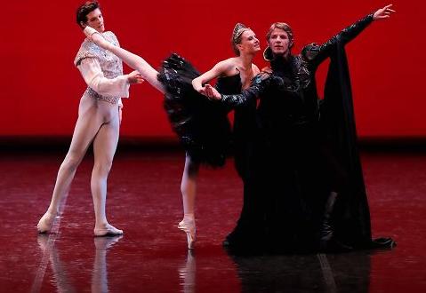 《足尖传奇》巴黎歌剧院再登天桥剧场