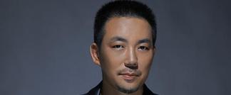 音乐家何沐阳作曲献唱新歌《飘满月光的河流》