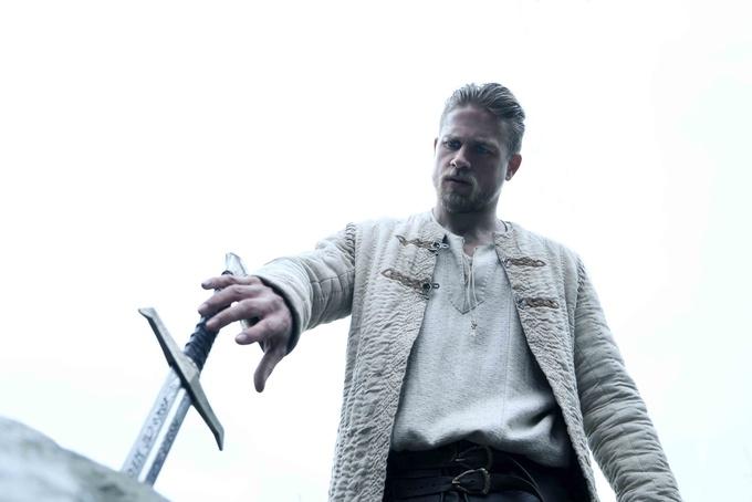 电影《亚瑟王:斗兽争霸》正式曝光困兽觉醒预告