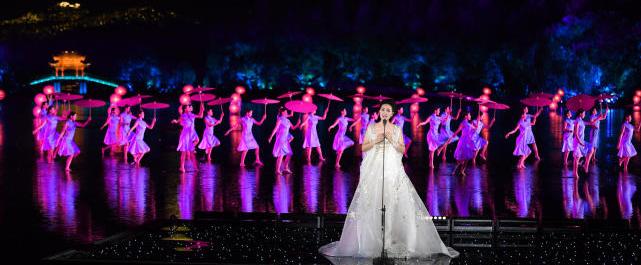 歌手雷佳担任中国风音乐节目《耳畔中国》评委