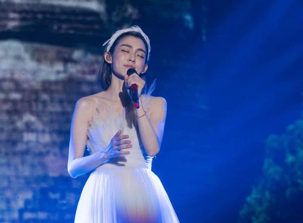 范玮琪世界巡回演唱会深圳站连唱30首歌