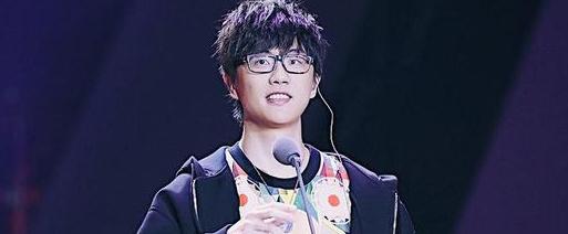 许嵩获本届音乐风云榜最受关注原创歌手奖