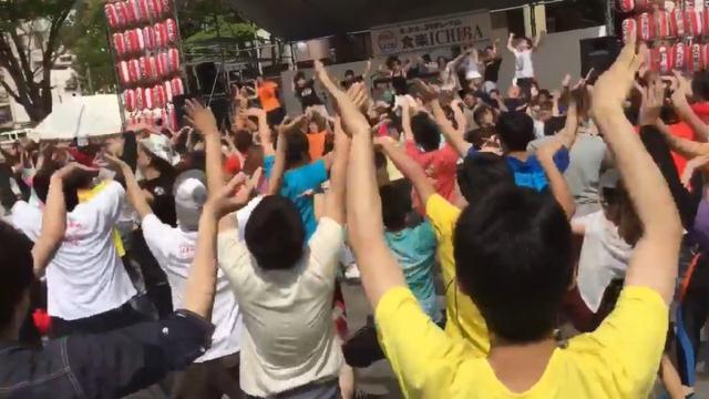 宅男聚集跳《魔法科高中的劣等生》主题曲舞蹈