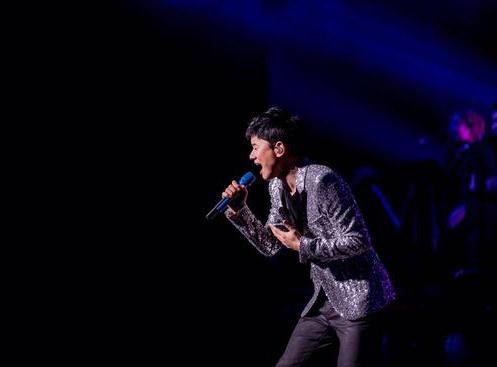 张杰巡演温哥华站与海外歌迷合唱《我的中国心》