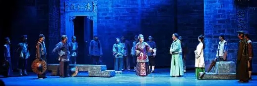 话剧《遥远的乡土》在国家话剧院大剧院首演