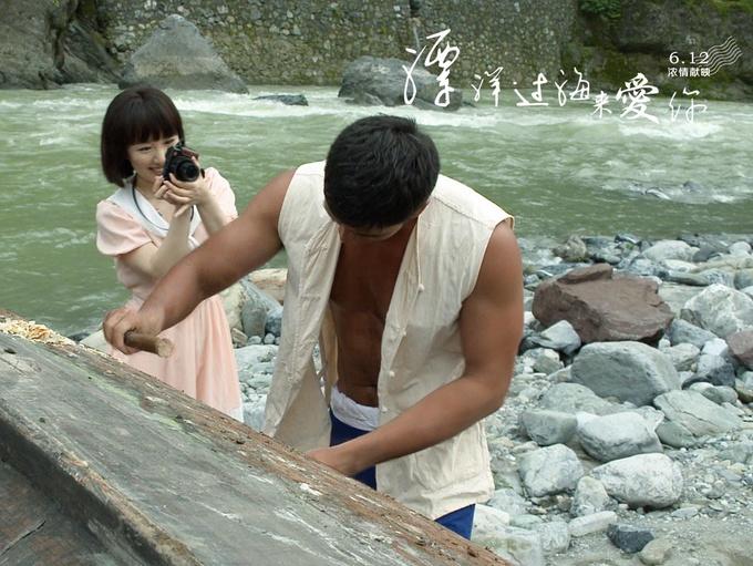 """电影《漂洋过海来爱你》曝""""一见钟情""""预告"""