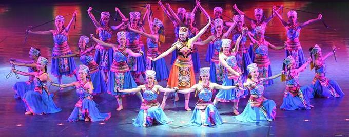 土家歌舞剧《天上黄水》进行2017首场演出