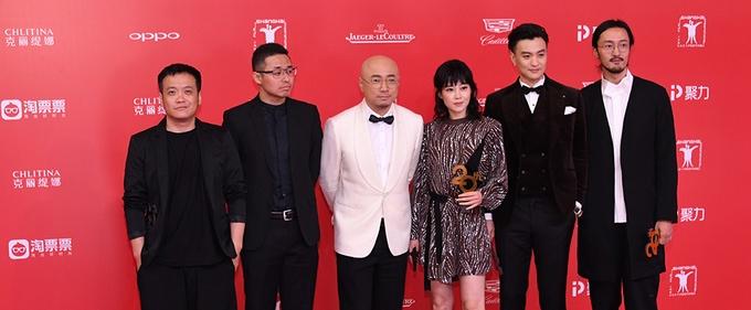 《中国药神》药神团集体亮相上影节红毯