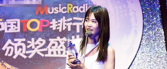 谭维维荣获TOP排行榜内地最佳女歌手奖