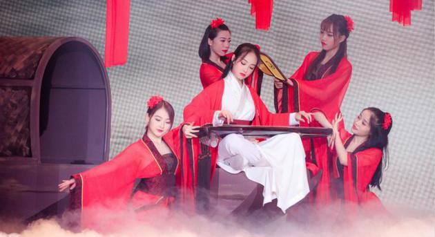 本周《快乐大本营》宋茜冷艳红妆秀舞技