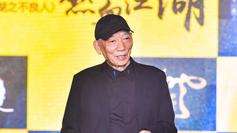 在刚刚闭幕的上海国际电影节上,袁和平宣布执导由人气动漫改编的电影《画江湖之不良人》,打造过《纵横四海》、《变脸》的张家振监制,先后担任过光线影业副总裁、银润影业总裁的徐林主导,主办方还在发布会上打出一句口号:三剑客玩转二次元。