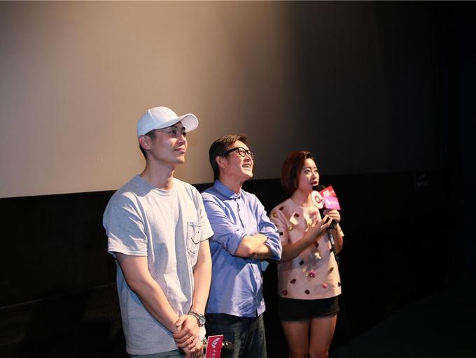 刘伟强朱亚文携电影《建军大业》空降影院