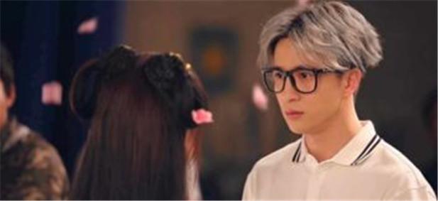 薛之谦推出首部微电影《2017,再见美好》