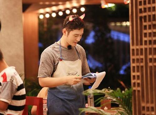 《中餐厅》黄晓明为小寿星制造生日惊喜