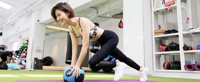 歌手常思思拍摄健身大片曝光