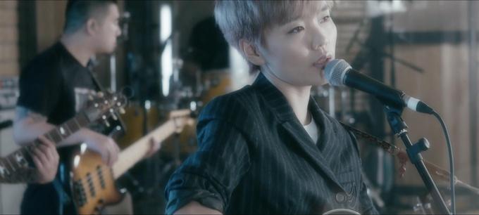 许飞谱曲新歌《蓝青》MV全网上线