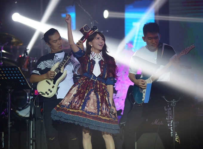 阿兰BEST&MORE巡回演唱会深圳站举办