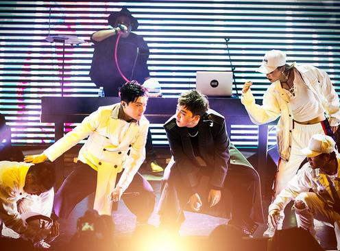 耀乐团新专辑《镜花园》视听演唱会在京举办