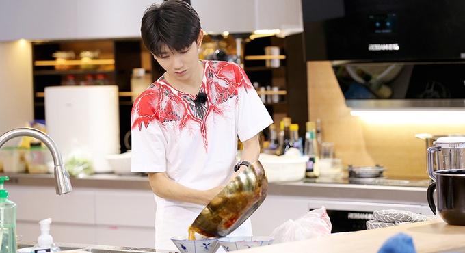 《青春旅社》王源为房客准备家乡料理