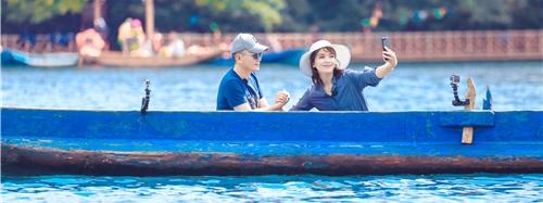 《亲爱的客栈》刘涛王珂泸沽湖上甜蜜自拍