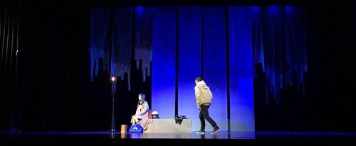 重庆原创话剧《大侠》在重庆大剧院上演