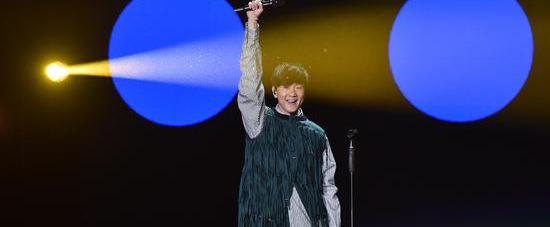 林俊杰全新专辑《伟大的渺小》稳居各大销量榜榜首