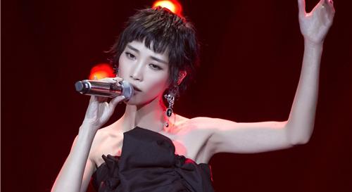 苏诗丁加盟《歌手》第二季 成本季首位踢馆歌手