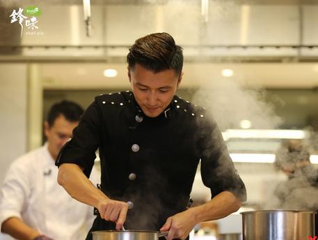 《锋味》开启国外美食之旅 谢霆锋对战泰国名厨