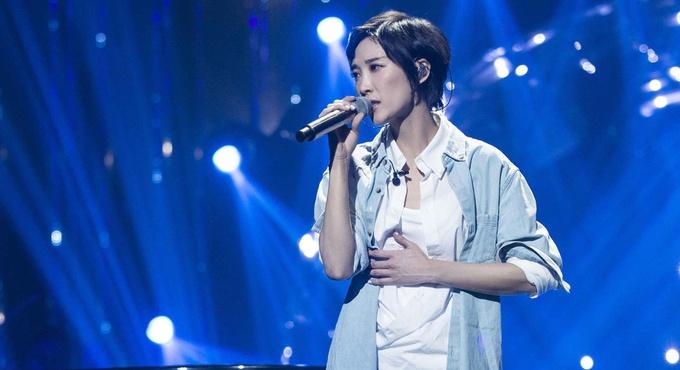 《歌手》苏诗丁返场 卸下压力为亲人献唱