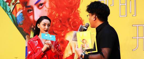 王金金个人专辑《那时窗外开满花》首签会北京召开