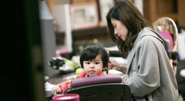《妈妈是超人3》贾静雯女儿有爱互动萌翻众人