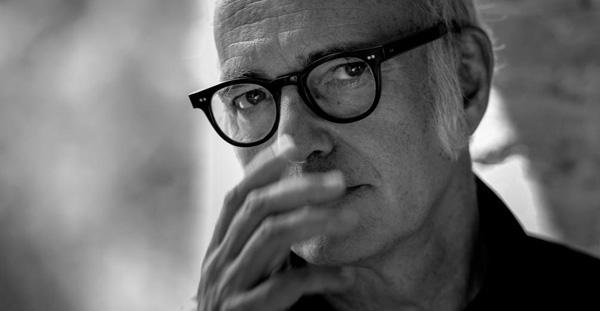 新世纪音乐领域的代表,意大利最佳电影配乐奖获得者,法国票房冠军电影《触不可及》、土耳其/挪威宣传片的配乐创作者。温婉的忧伤、虚无缥缈的美。他在为爱人、为孤独、为生命、为生活雕琢不同的声音。