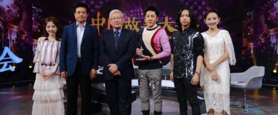 《中国故事大会2》蔡国庆与冯提莫同台献唱