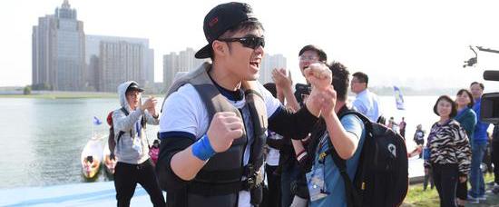 《奔跑吧》陈赫携手兄弟团完成最燃龙舟赛
