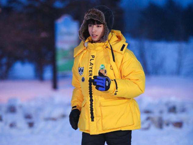 《高能少年团》热播 董子健挑战雪地吃冰棍儿