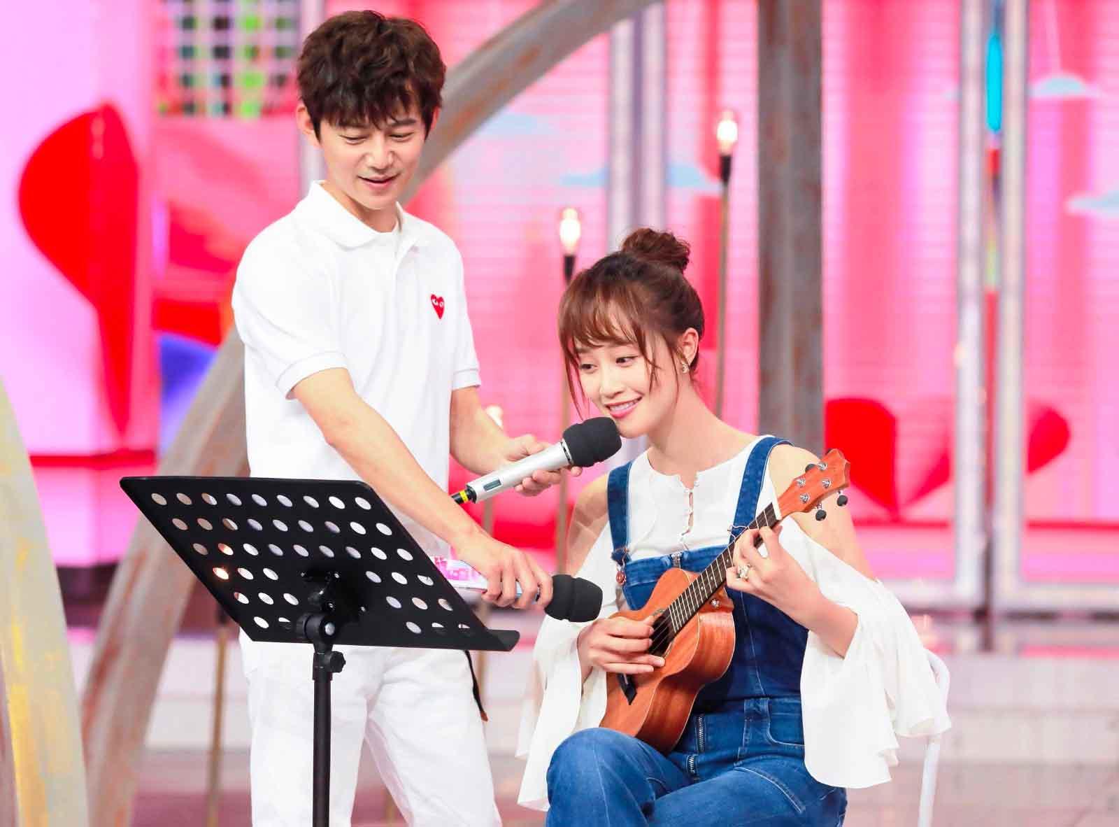 蓝盈莹首登《快乐大本营》尤克里里弹唱获赞文艺青年