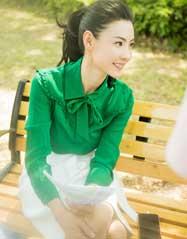 张柏芝绿衣清新减龄 释放职场女性魅力